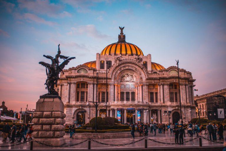 Pasajes a México