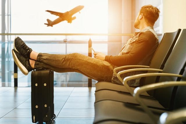 Francia suspende vuelos desde Brasil