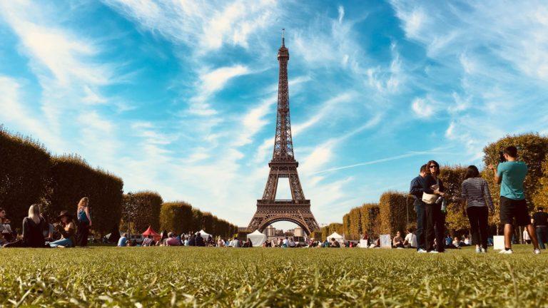 """Francia """"levantará progresivamente"""" las restricciones de viaje a principios de mayo. Así lo informó el Presidente Emmanuel Macron."""